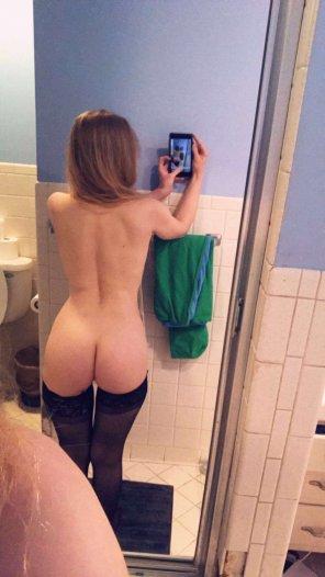 amateur photo Petite frame, sexy ass
